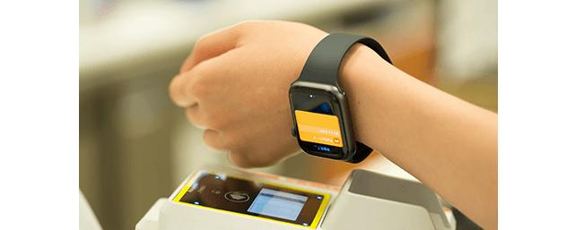 ③電子決済端末が光ったら、Apple Watchをしっかりタッチ